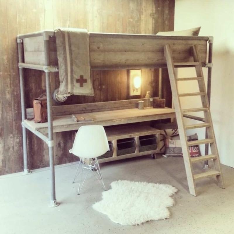 Stoere Steigerhouten Stapelbed.Steigerhouten Bed Met Bureau Ideaal Voor De Tienerkamer Vrouwenblog