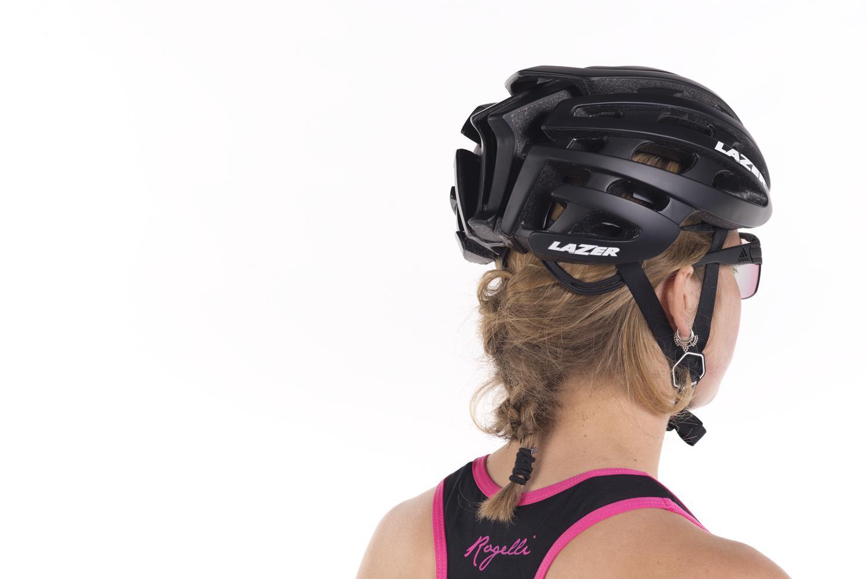helm dragen vrouw