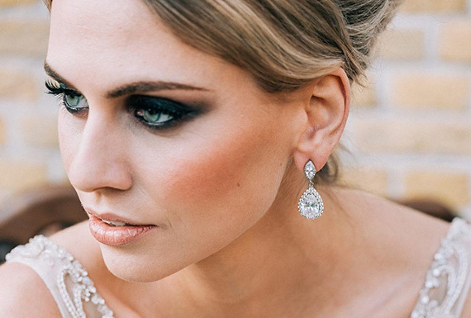 silveren-sieraden-witte-jurk